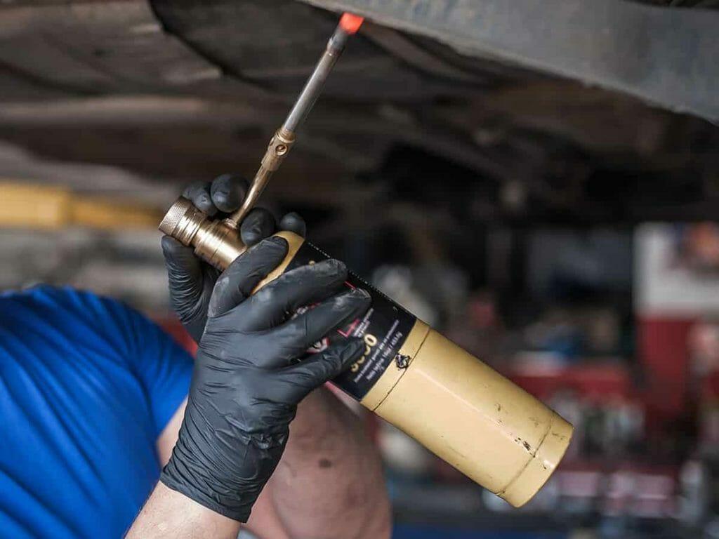 Aprende cómo extraer un tornillo roto