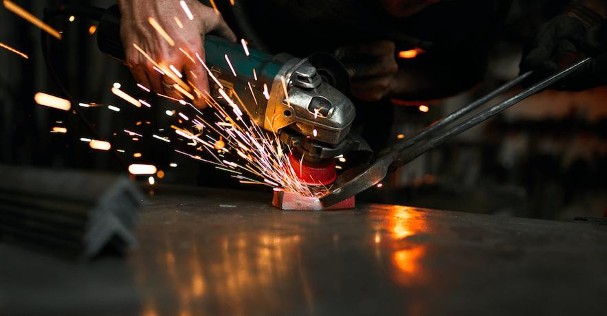 Limpia tus herramientas manuales y eléctricas con WD-40 Specialist Desengrasante.
